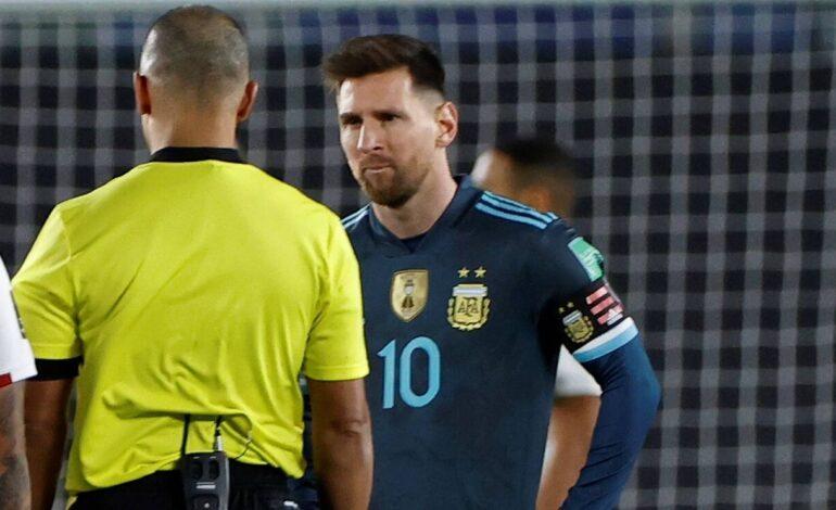 Tremenda imagen: la patada karateka de Messi que se viralizó en redes sociales
