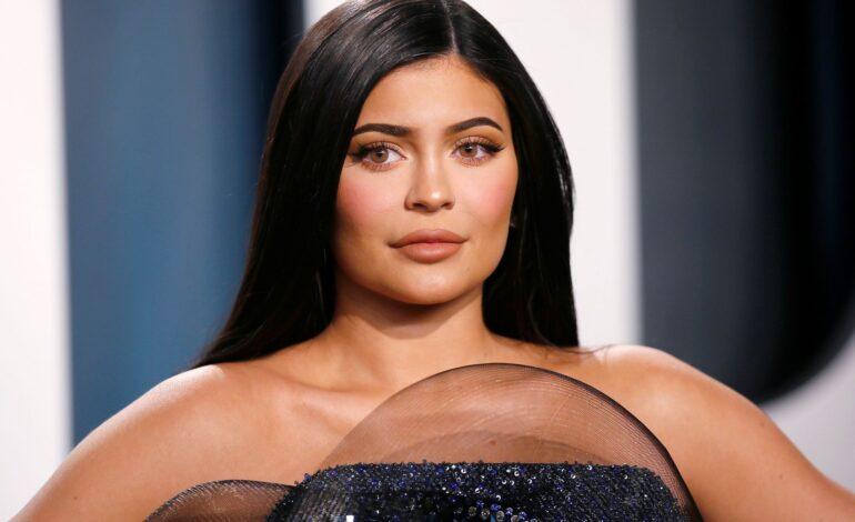 Kylie Jenner, criticada por lanzar nueva colección con fotos sin ropa y llena de sangre